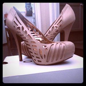 BCBG size 8 beige heels